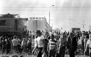 z20293098Q,Rocznica-czerwca--76--Robotnicy-Ursusa-blokuja-tor